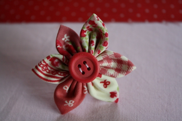 Diy fabriquer une bague fleur en tissu - Faire une fleur ...