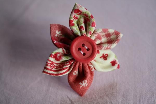 diy fabriquer une bague fleur en tissu