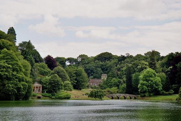 Cr er un jardin anglais sur un petit terrain for Circuit jardins anglais