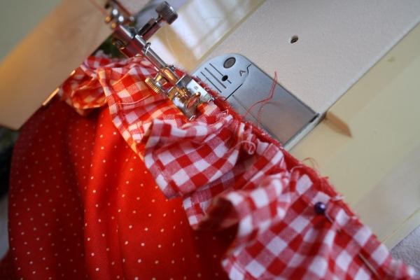 Comment faire un tablier de cuisine for Tablier de cuisine couture