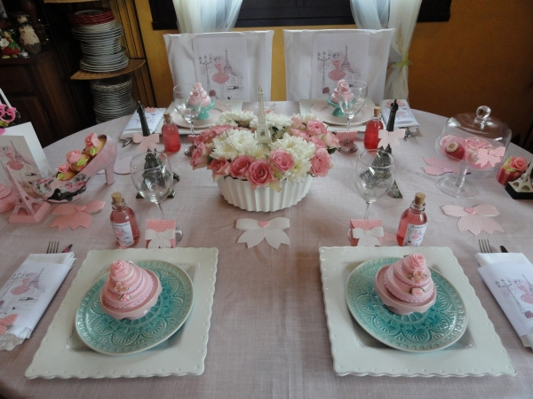 Une table d 39 anniversaire girly et gourmande for Centre de table gourmandise