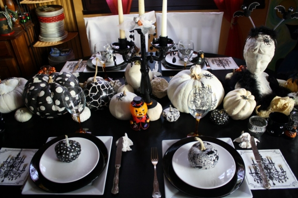 table de f te une d co d 39 halloween chic et glamour. Black Bedroom Furniture Sets. Home Design Ideas