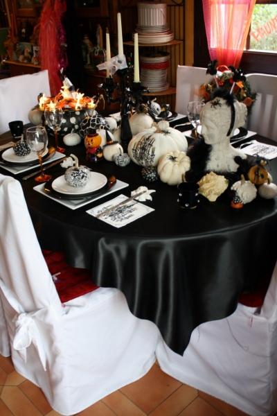 table de f te une d co d 39 halloween chic et glamour. Black Bedroom Furniture Sets. Home Design Ideas