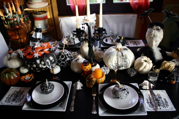 d coration de table halloween chic. Black Bedroom Furniture Sets. Home Design Ideas