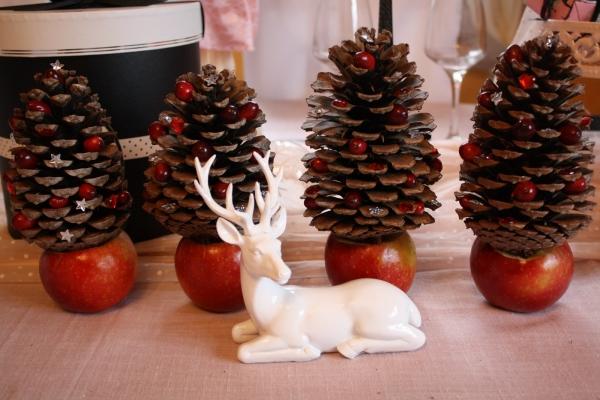 Fabriquer des petits sapins avec des pommes de pin - Decoration avec des pommes de pin ...